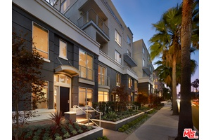 Luxury Two Bedroom Townhome Premium Extended Stay in Beverly Hills
